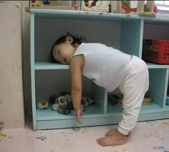 Uykuya direnen çocuk